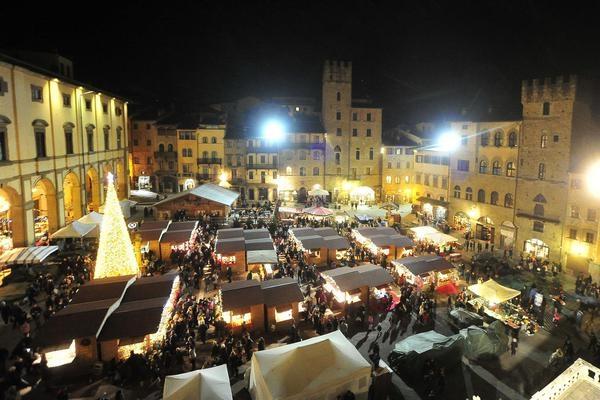 MERCATINI DI NATALE AD AREZZO Tour Italia