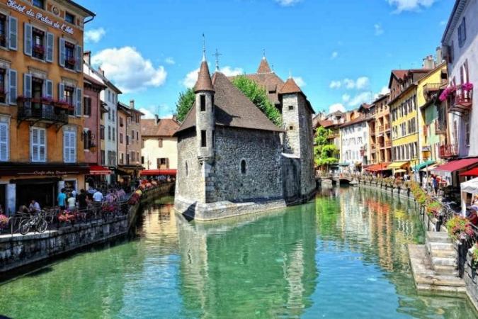 PASQUA IN ALTA SAVOIA: Aosta, Castello di Chillon, Losanna, Chambery, Abbazia di Hautecombe, Annecy, Castello di Montrottier e Reggia di Colorno